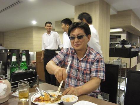 自由民主党の元首相小泉さんの写真がお店に_b0100062_23401155.jpg