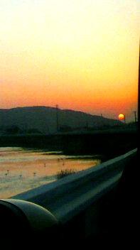 昨日の夕陽_d0189675_83622.jpg