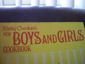 vintage boys and girls cook book_e0183383_1813756.jpg