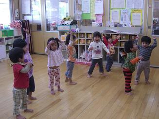 ししの舞を踊って楽しみました。_c0197584_10405379.jpg