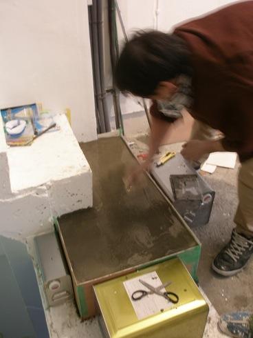 2011.1/21. 作業19日目。階段コンクリート施行、樹脂で穴を塞ぐ、床磨き_a0184716_1134920.jpg