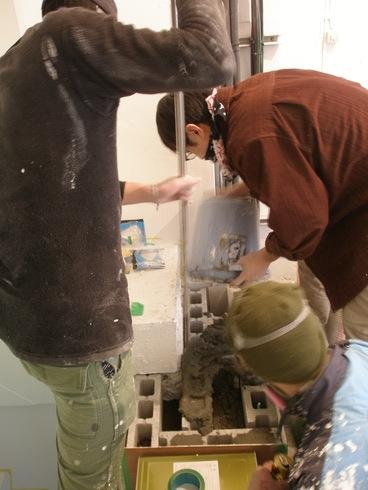 2011.1/21. 作業19日目。階段コンクリート施行、樹脂で穴を塞ぐ、床磨き_a0184716_114022.jpg