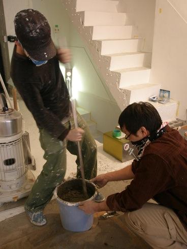 2011.1/21. 作業19日目。階段コンクリート施行、樹脂で穴を塞ぐ、床磨き_a0184716_1141166.jpg