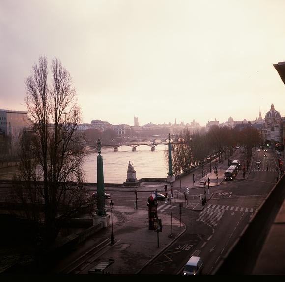 天亮之前的巴黎_e0134658_1273235.jpg