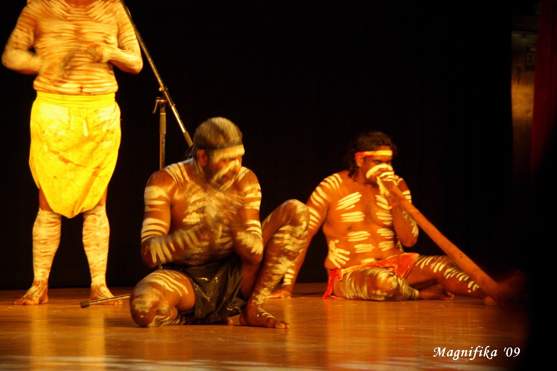 ASUKA II 南太平洋グランドクルーズ2009-25 アボリジニのショー Aboriginals Performance_e0140365_2214582.jpg