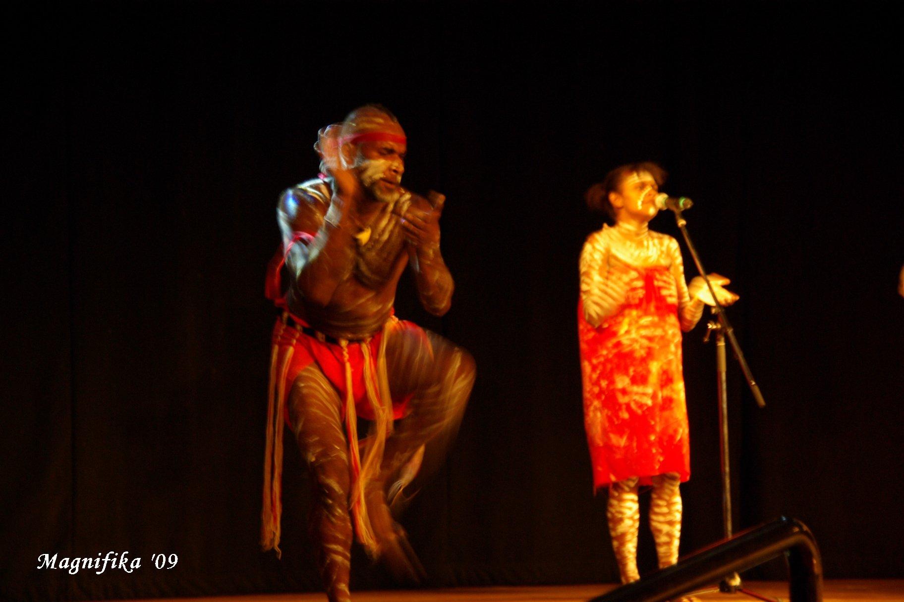 ASUKA II 南太平洋グランドクルーズ2009-25 アボリジニのショー Aboriginals Performance_e0140365_22191045.jpg