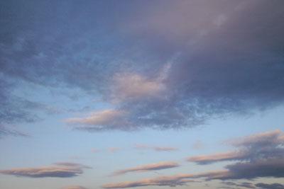 朝日に映える西の空_b0195242_12532638.jpg