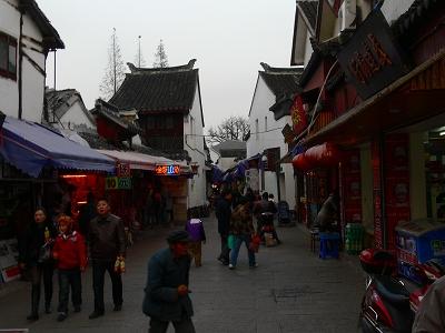 中国出張2010年12月-週末旅行-第一日目-朱家角鎮(IV) 円津禅院、城隍廟、北大街 _c0153302_016292.jpg