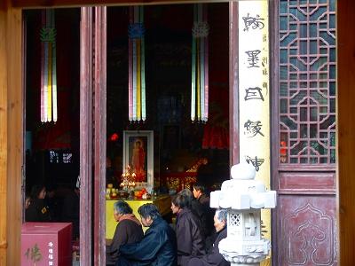 中国出張2010年12月-週末旅行-第一日目-朱家角鎮(IV) 円津禅院、城隍廟、北大街 _c0153302_06379.jpg