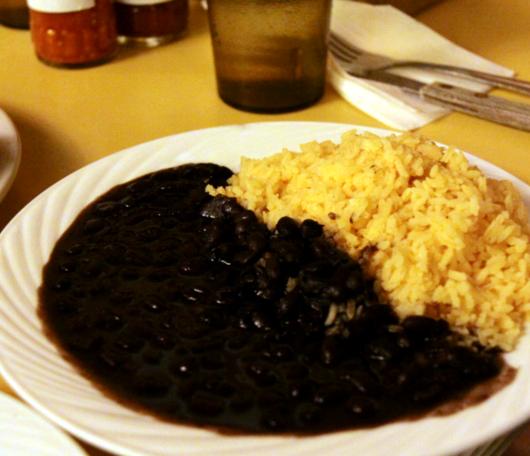 """NYで南米を食べる-豆屋こと""""LA TAZA DE ORO""""_b0007805_15264851.jpg"""