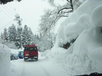 議会有志で鳥海の豪雪状況視察_b0084826_14443050.jpg