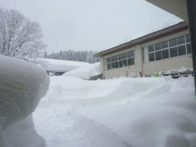 議会有志で鳥海の豪雪状況視察_b0084826_14444720.jpg