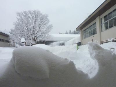 議会有志で鳥海の豪雪状況視察_b0084826_1445180.jpg