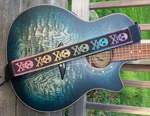 派手カッコカワイ〜「Guitar Straps × 4種」。_e0053731_2012526.jpg