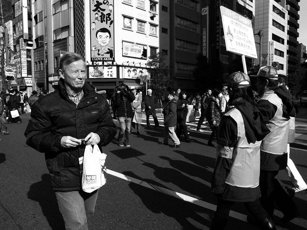 アキバの歩行者天国【モノクロ編】_e0004009_1234359.jpg