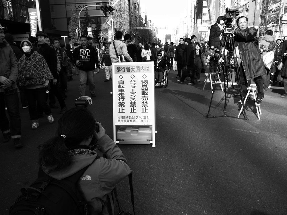 アキバの歩行者天国【モノクロ編】_e0004009_1235271.jpg