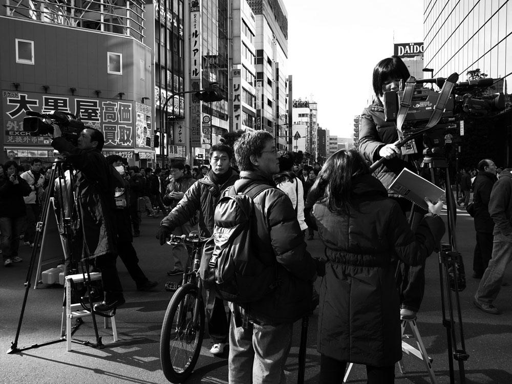 アキバの歩行者天国【モノクロ編】_e0004009_124211.jpg
