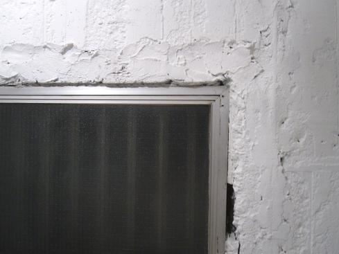 2011.1/24. 作業20日目。床はつり、シーリング、トイレコーキング、窓サッシ磨き。_a0184716_121297.jpg