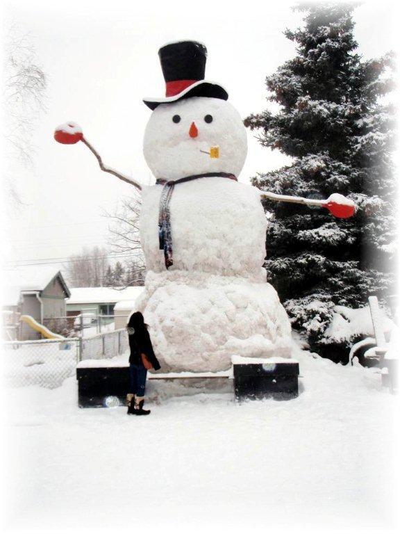 巨大雪だるま現れる!_b0135948_5232379.jpg