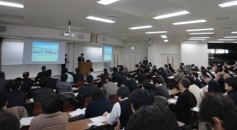 校庭芝生化事例発表会_f0059673_1838964.jpg