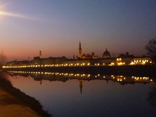 ルンガルノ沿い、冬の日没_c0089988_1832893.jpg