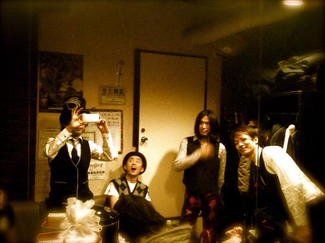 2011年初ライブさんきゅ〜!そしてタートルBEST発売へ_e0050748_1591242.jpg