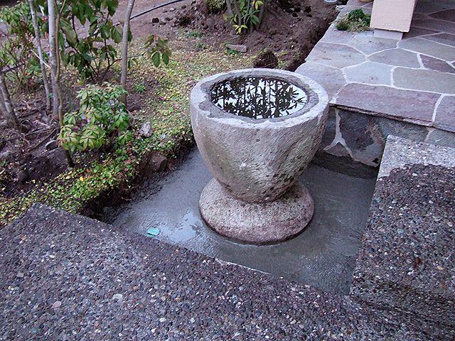 水鉢_f0108604_1753389.jpg