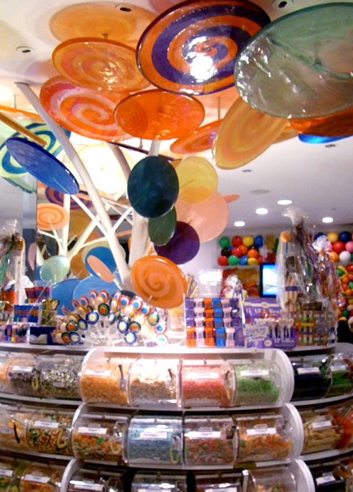 バレンタイン前のNYにあるお菓子の国、ディランズ・キャンディー・バー(Dylan\'s Candy Bar)_b0007805_2323106.jpg