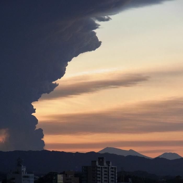 美しき山 by CX2 & DSC-R1_c0049299_1828995.jpg