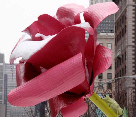 """NYのパーク・アベニューに大きなバラのパブリック・アート、""""The Roses""""展示中_b0007805_15314939.jpg"""