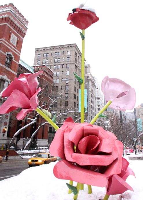 """NYのパーク・アベニューに大きなバラのパブリック・アート、""""The Roses""""展示中_b0007805_15345178.jpg"""