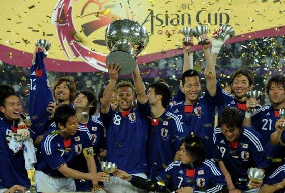 日本、激戦制しアジア杯4度目の...