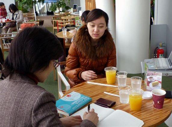 朝日新聞「幸福の贈り物」作者関欣さんを取材_d0027795_11511456.jpg