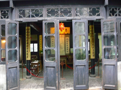 中国出張2010年12月-週末旅行-第二日目-西塘鎮(III) 釦博物館、張正根彫芸術館、路地_c0153302_15492117.jpg