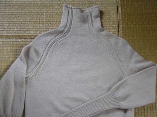 ファクトリーさんのアルパカのセーター。_b0207631_13131413.jpg