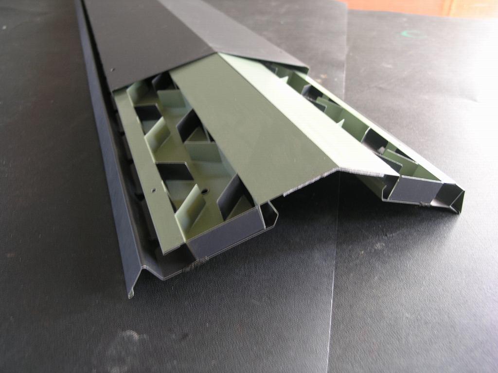 コンパクトで美しい屋根換気装置_e0223558_9563924.jpg