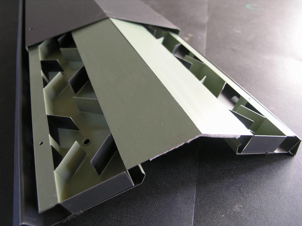 コンパクトで美しい屋根換気装置_e0223558_9564936.jpg