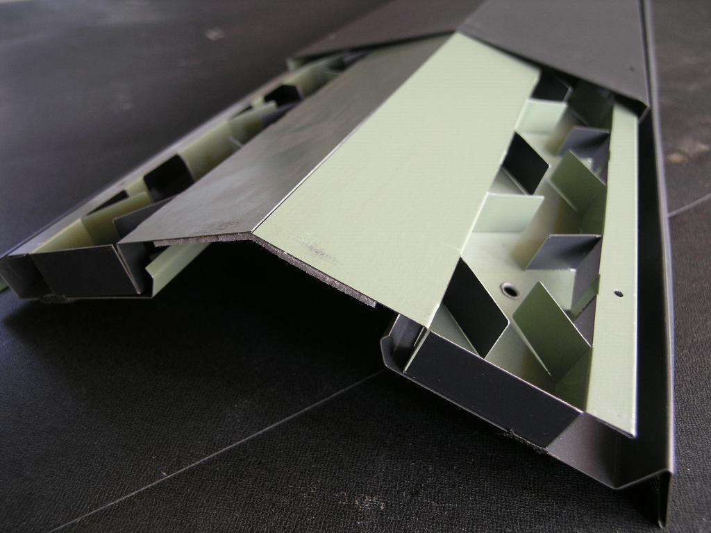 コンパクトで美しい屋根換気装置_e0223558_9571011.jpg