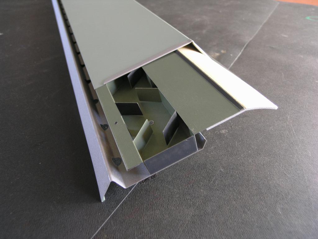 コンパクトで美しい屋根換気装置_e0223558_95720100.jpg