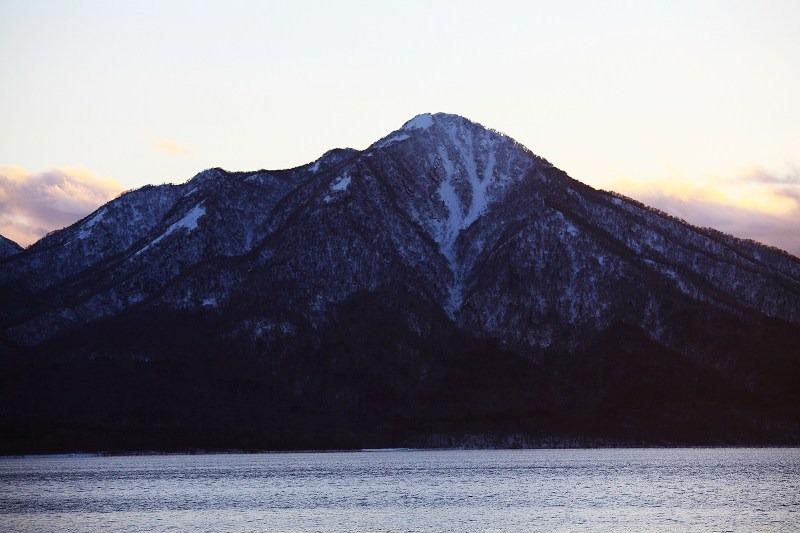 日が沈むが 山の上には夕陽が _a0160581_20234553.jpg