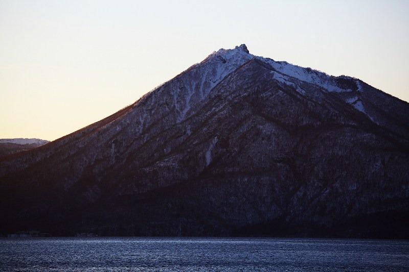 日が沈むが 山の上には夕陽が _a0160581_20235562.jpg