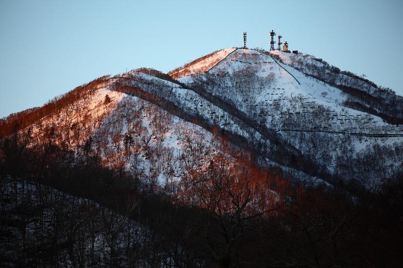 日が沈むが 山の上には夕陽が _a0160581_20242674.jpg