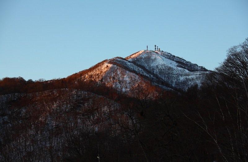 日が沈むが 山の上には夕陽が _a0160581_2024810.jpg