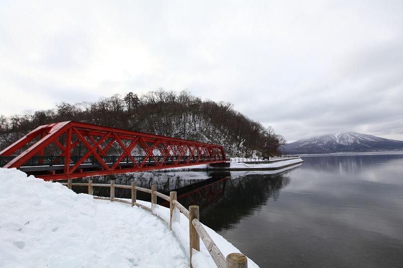 1/28 支笏湖 今日は雲が厚い_a0160581_2140142.jpg