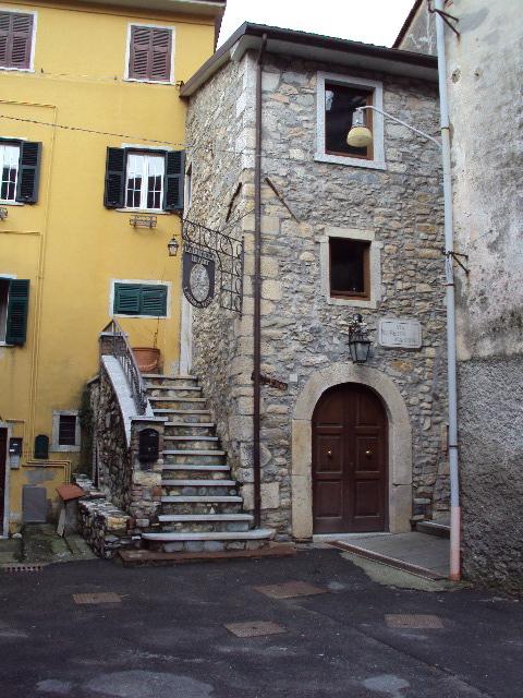 コロンナータの山とオリヴィエロの家へ_d0136540_1811747.jpg