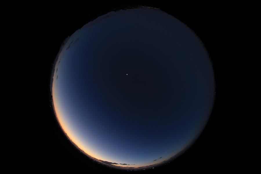 今週の一枚「夕焼けと半月」_a0095470_2365720.jpg