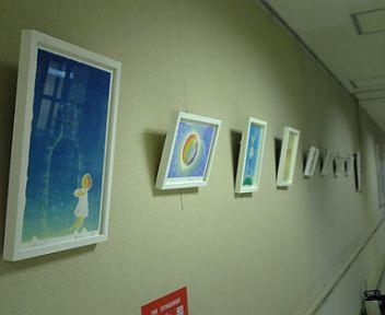 病院の絵を交換しました☆_f0183846_2033862.jpg
