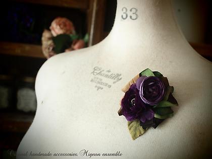 ■商品NO,123 『紫&ピンク布花*コサージュブローチ』_c0224659_1119779.jpg
