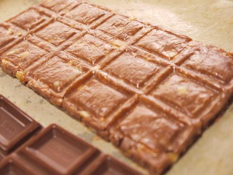 チョコレートが苦手な彼には、板チョコ型のクッキーで☆_e0086864_22573235.jpg