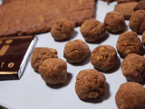 チョコレートが苦手な彼には、板チョコ型のクッキーで☆_e0086864_22581094.jpg